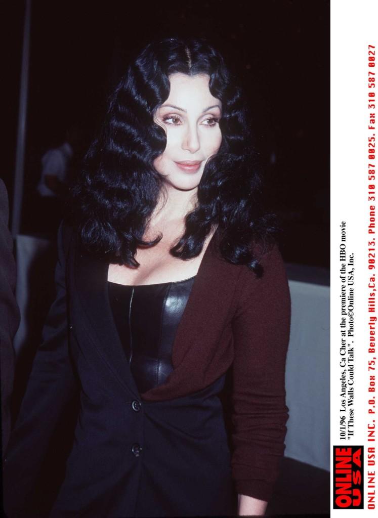 Cher nel 1996 alla premiere del film per la HBO Tre vite allo specchio (If These Walls Could Talk).
