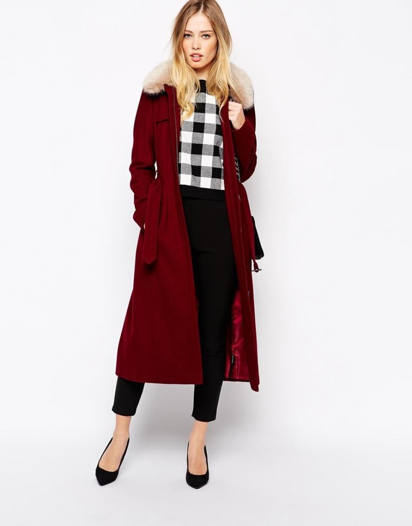Il cappotto Asos da 142,86 euro è l'ideale per seguire il trend colore del 2015