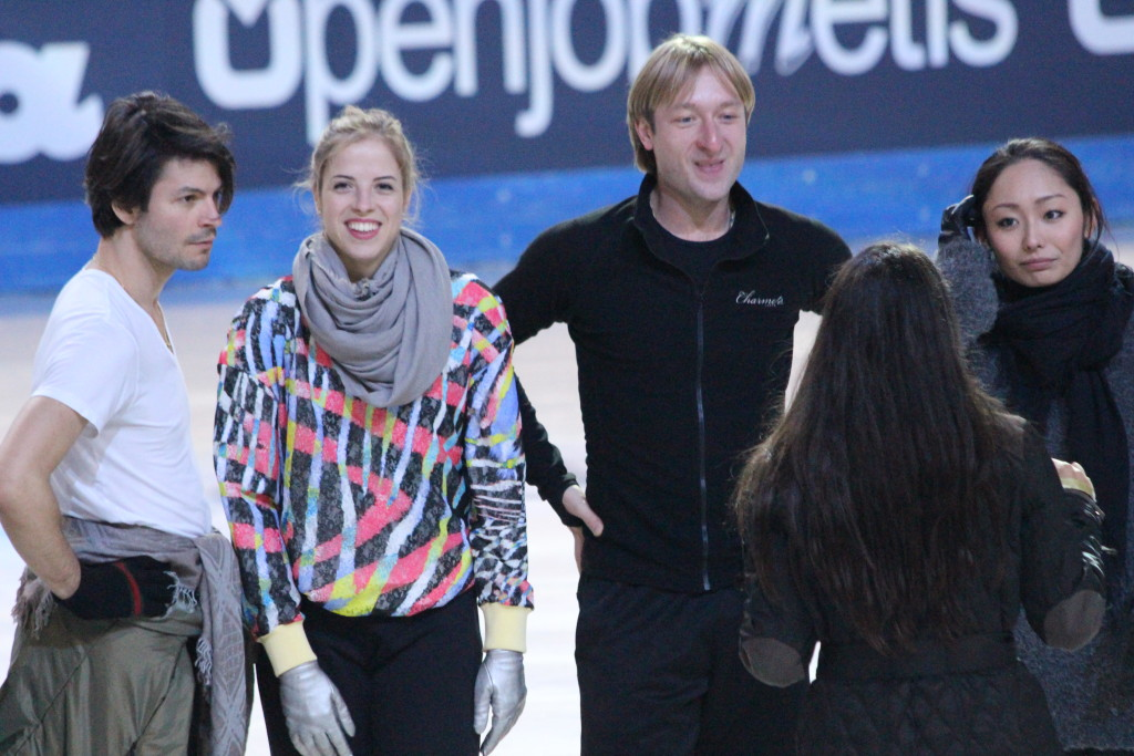 Le ultime prove prima di andare in scena lasciano lo spazio per un sorriso di complicità tra gli atleti - Credits: Chiara Rota