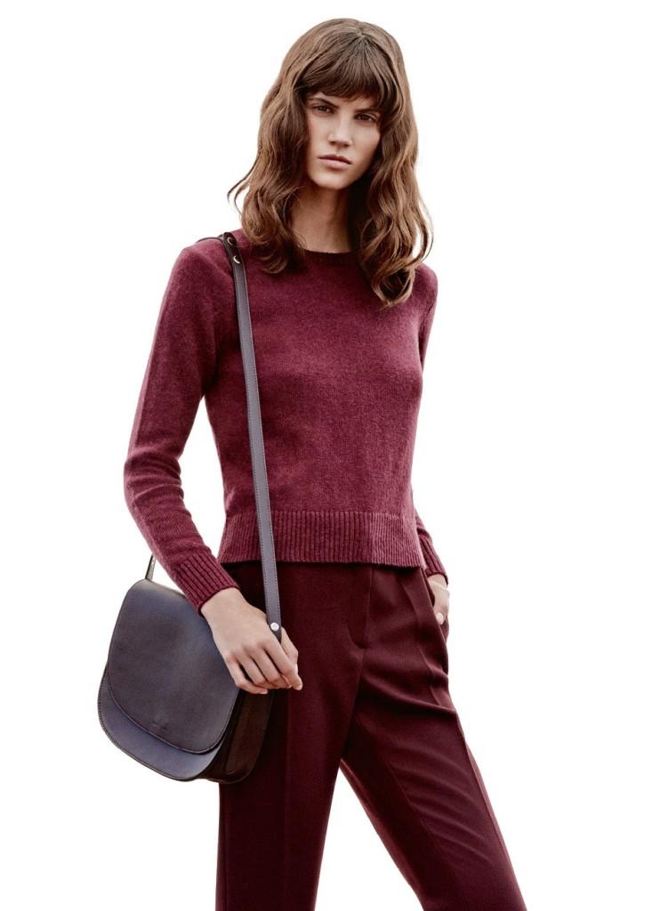 Total look Marsala da mango con il pullover da 15,99 euro e i pantaloni da 39,99 euro
