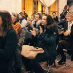 Il pubblico fa domande e partecipa attivamente all'evento