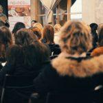 Il pubblico attento durante l'intervento di Elena Fabio