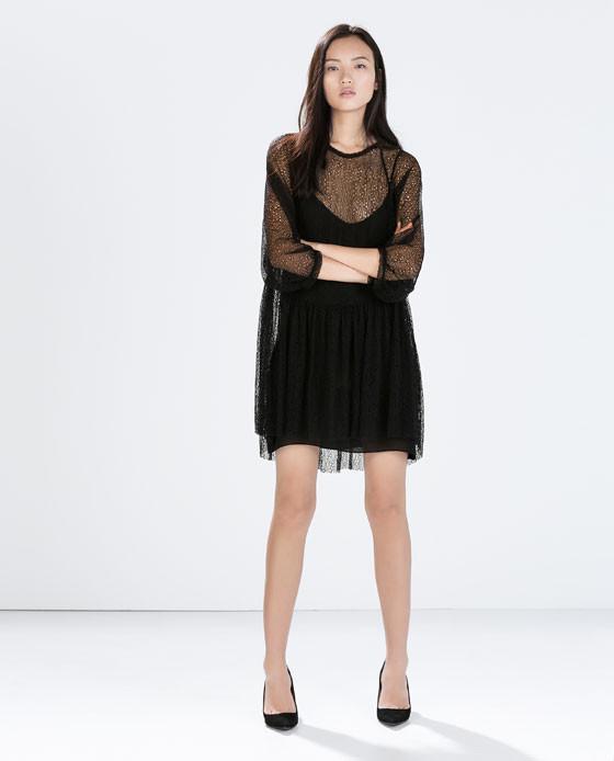 Il pannello trasparente rende l'abito di Zara supercool