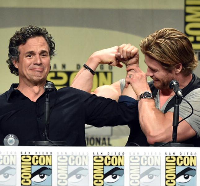Chris Hemsworth  con Mark Ruffalo al Comicon