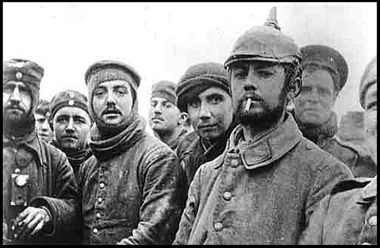 Fotografia originale: soldati tedeschi e francesi fraternizzano al fronte
