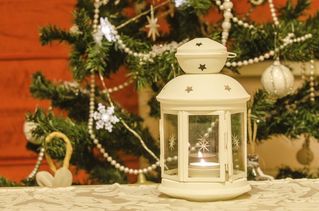 Anche le candele aiuteranno a rendere la tua tavola più luminosa