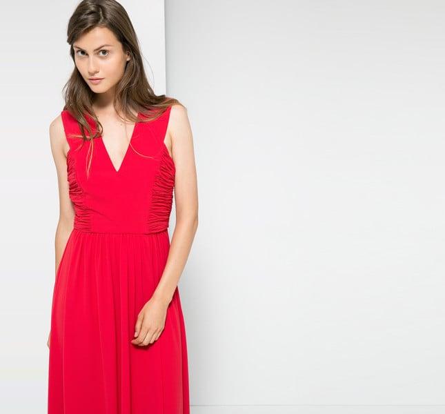 Mango vestito lungo rosso con spacco sulla schiena. Scollo a V, inserti drappeggiati, chiusura con gancio e zip laterale.