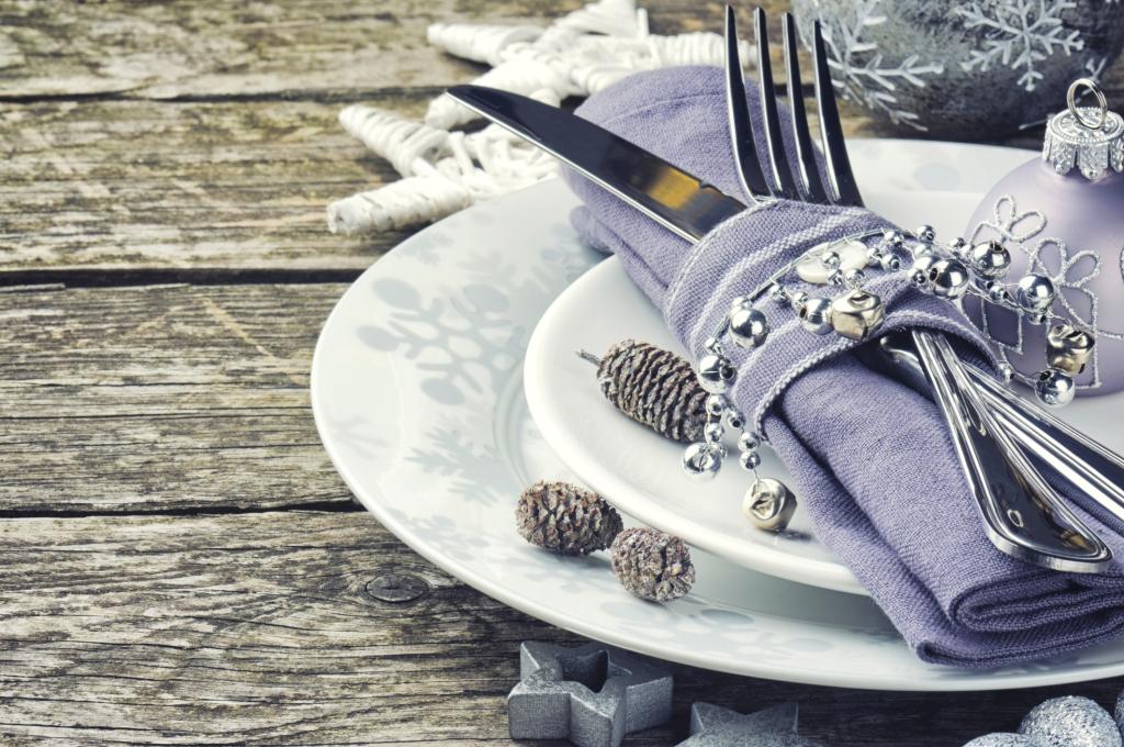 Una tavola argentata per un fine anno sfavillante