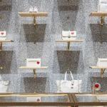 Borse, pochette e clutch fanno parte della capsule di Valentino