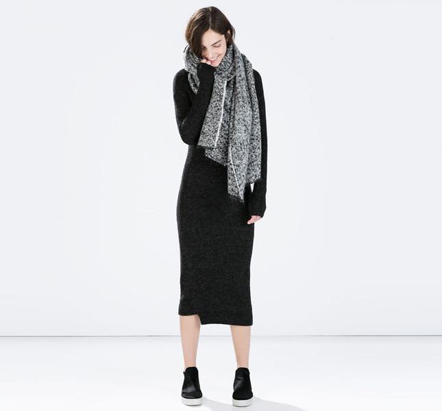 dce0969423cb Zara abito grigio scuro con maniche lunghe.