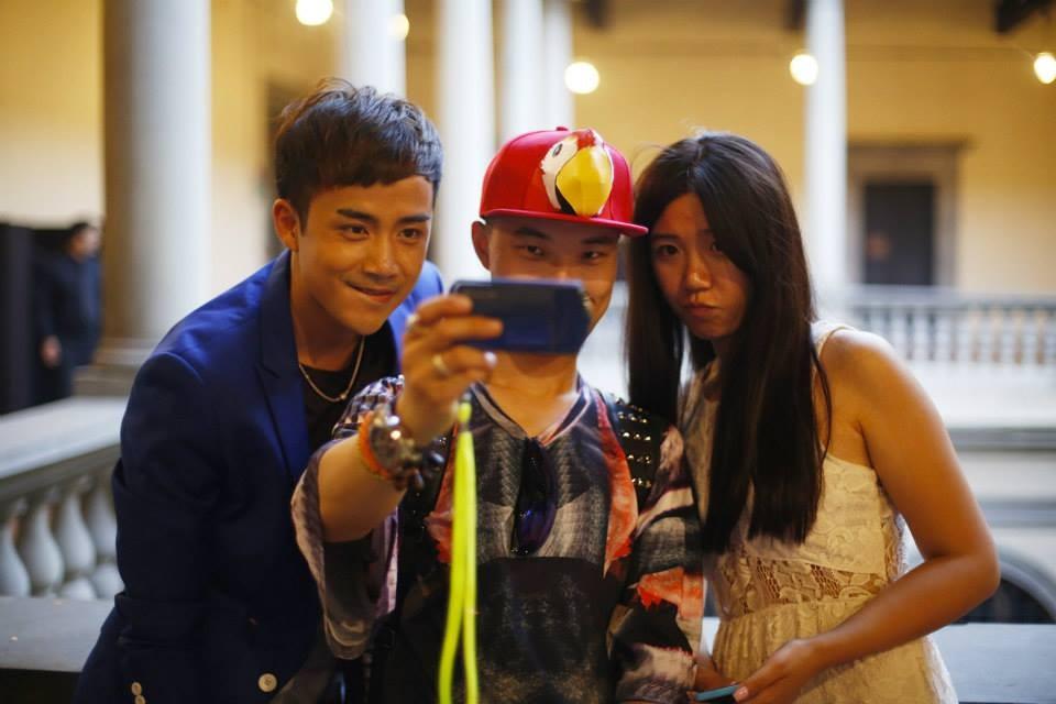 ... immancabile momento-selfie per i fashion blogger partecipanti...