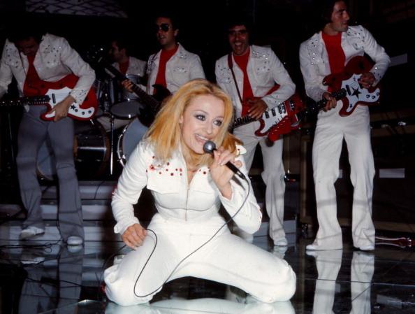 Raffaella Carra durante un'esibizione live come cantante. 1972 Madrid (Spagna)