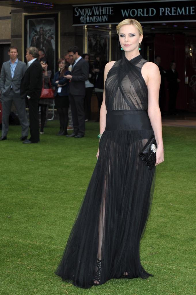 Charlize Theron alla World Premiere di Snow White And The Huntsman all'Empire and Odeon Leicester Square di Londra