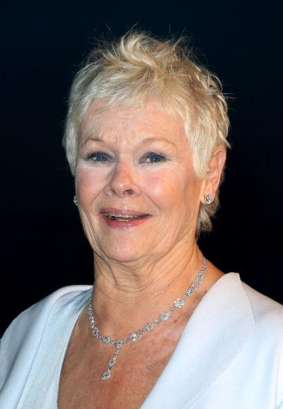... così come l'ottantenne Judi Dench, protagonista della nuova saga di 007 con Daniel Craig