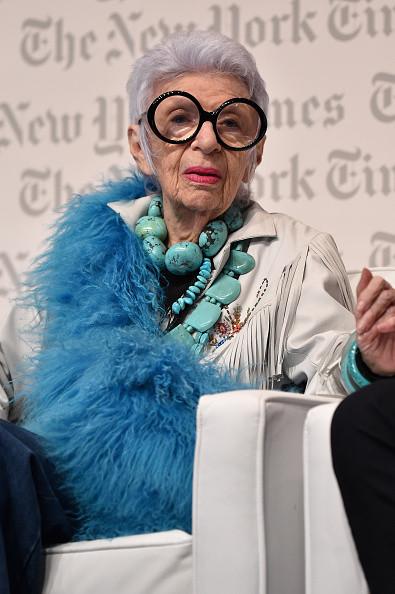 La manager, designer e fashion icon americana Iris Apfel (93 anni) è la protagonista della nuova campagna di Alexis Bittar...