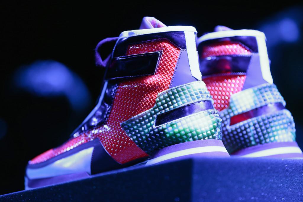Pitti Uomo 87 sdogana le sneakers dall'attitudine chic come quelle di Alberto Premi a scarpa (anche) da look formale