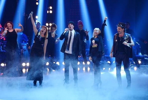 Raffaella Carrà insieme a Noemi, J-Ax e Piero Pelu sul palco di The Voice of Italy, 2014