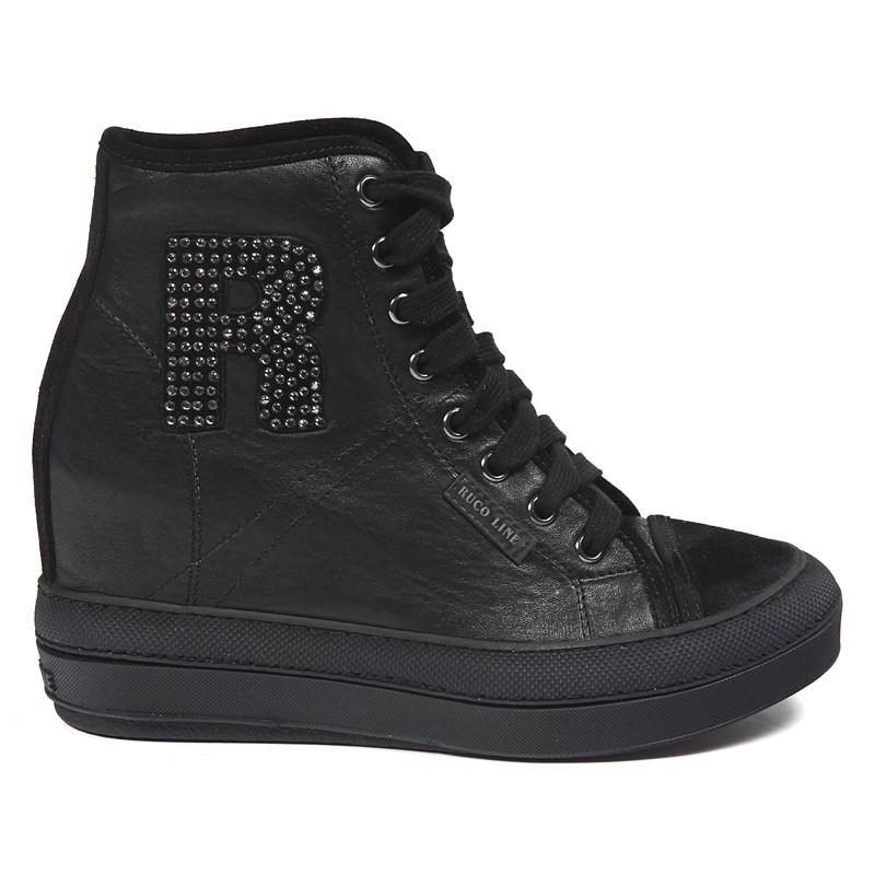 Scarpa basket in pelle, riporti in camoscio, R con applicazione di strass, suola a cassetta in gomma, altezza suola 9 cm.