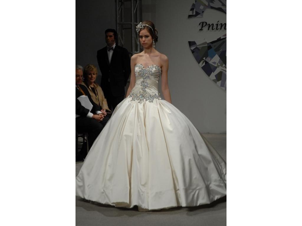 abito da sposa bianco con corpetto stile pricipessa