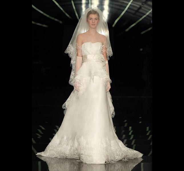 Bianco candido per la sposa romantica di Atelier Aimèe Montenapoleone.