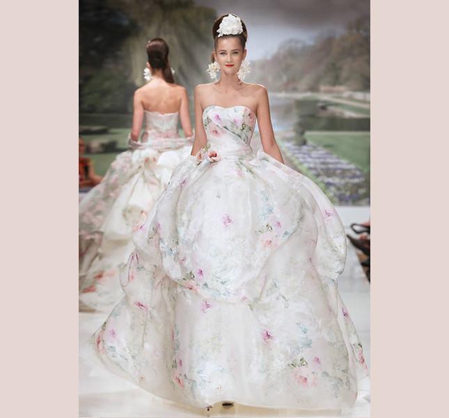 Per principesse di primavera l'abito con stampa floreale. Atelier Aimèe Montenapoleone.