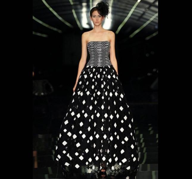 Abito Nero con decorazioni bianche. una proposta azzardata per la sposa glamour di Atelier Aimèe 2015.