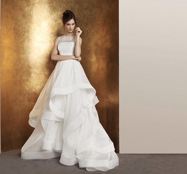 75c057e1fa9e Movimento nell abito per la sposa Antonio Riva.