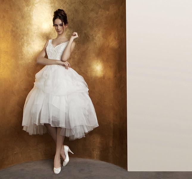 Come una moderna ballerina la proposta per la sposa in abito corto di Abito Antonio Riva collezione 2015.