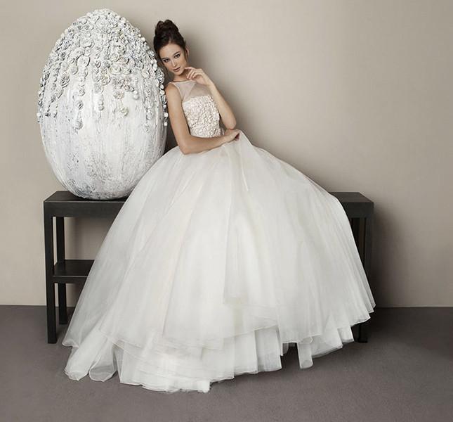 Per lo stilista la sposa è romantica e moderna. Antonio Riva 2015.