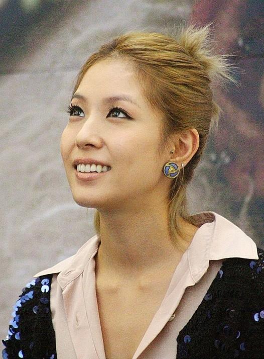 ... BoA, cantante e interprete del film indipendente Make Your Move...