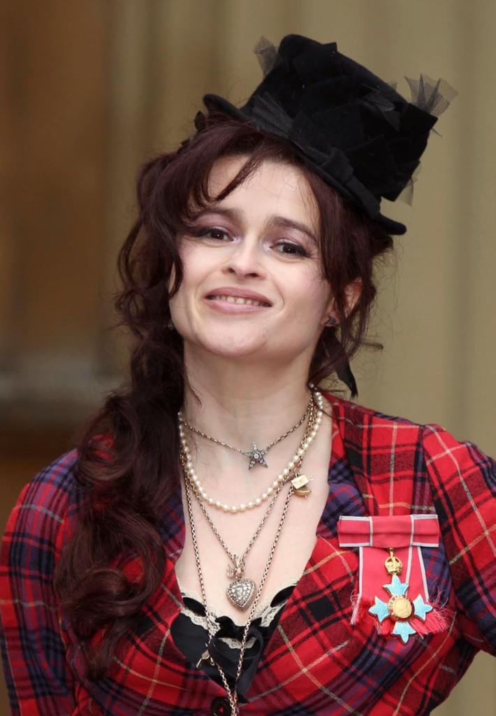 L'investitura di Helena Bonham Carter a Commendatore dell'ordine dell'Impero Britannico a Buckingham Palace