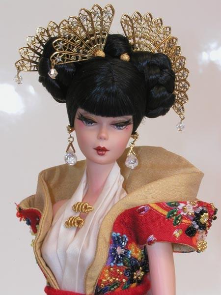 ... realizzate dagli artisti di Magia 2000 in collaborazione con Mattel Italy e LuisaViaRoma (nella foto e in quella precedente due esemplari della Oriental Collection Magia 2000)