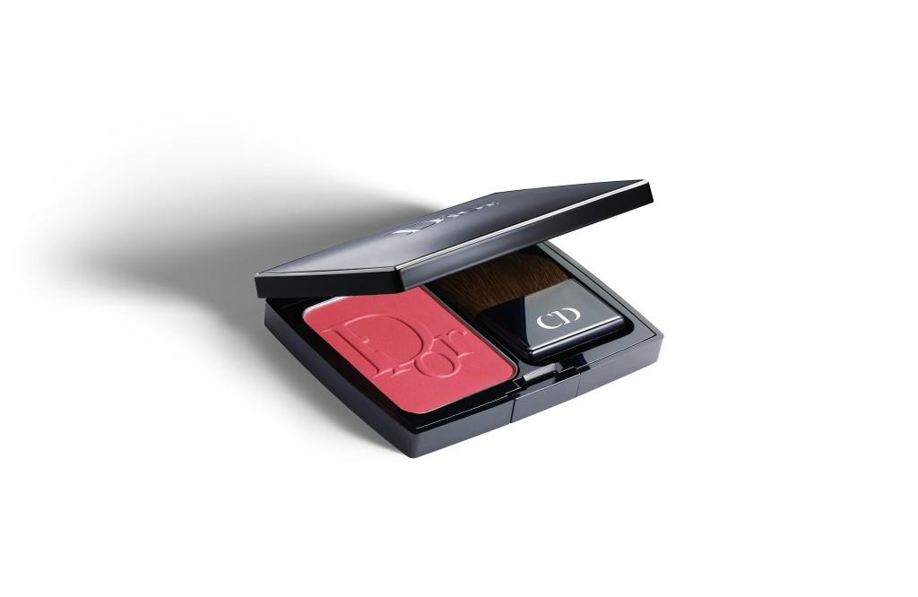 Amy Adams sceglie di illuminare la pelle con un tocco di blush, come Diorblush 889 New Red