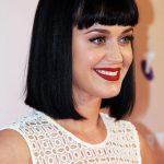 Katy Perry long bob liscio con frangia
