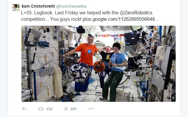Samantha Cristoforetti aggiorna costantemente il suo pubblico di follower su twitter dallo spazio