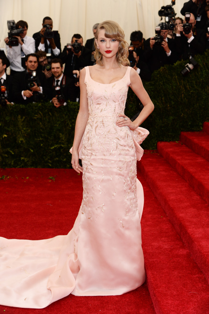 Taylor Swift sul red carpet del Gala al Metropolitan Museum of Art di New York