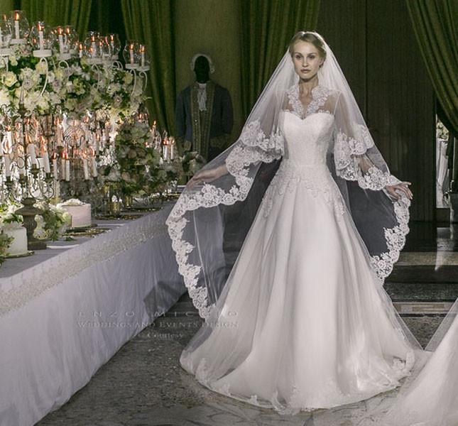 Modello Maria Elena, strizza l'occhiolino all'abito di Kate Middleton, non trovate?