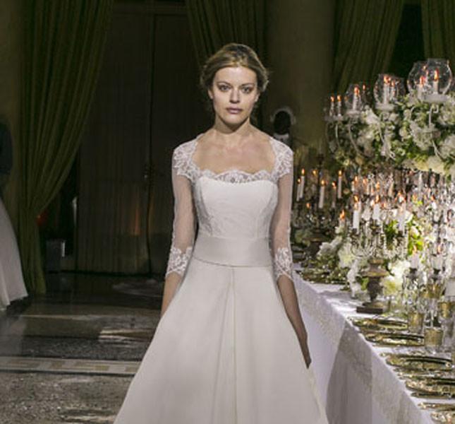 Abito Maria Elisabetta vista fronte. Proposta di Enzo Miccio per la sposa 2015.