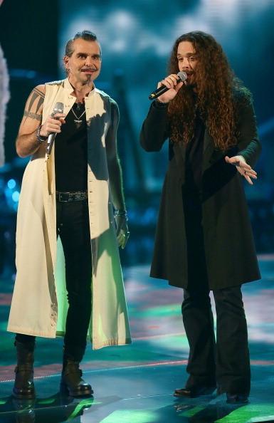 Pierò Pelù con uno dei suoi cantanti nella scorsa edizione