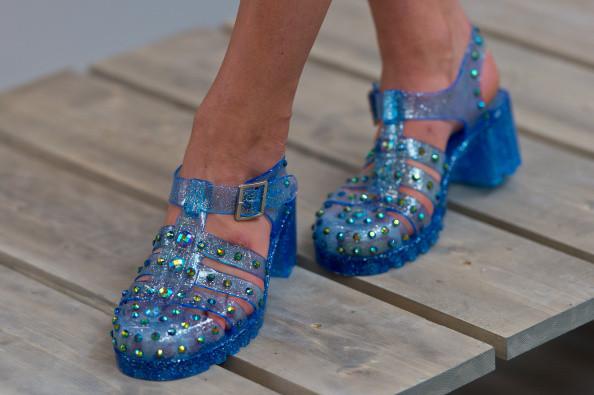 Sandali in plastica con listini impreziositi da pailettes
