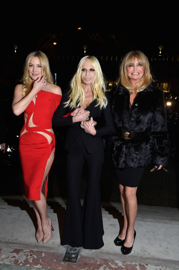 Kate Hudson, Donatella Versace and Goldie Hawn: glamour nel front row Versace