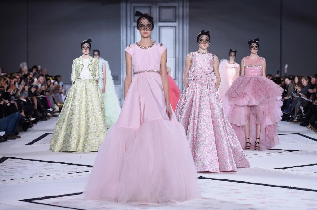 Giambattista Valli esplora la parte sognante della moda