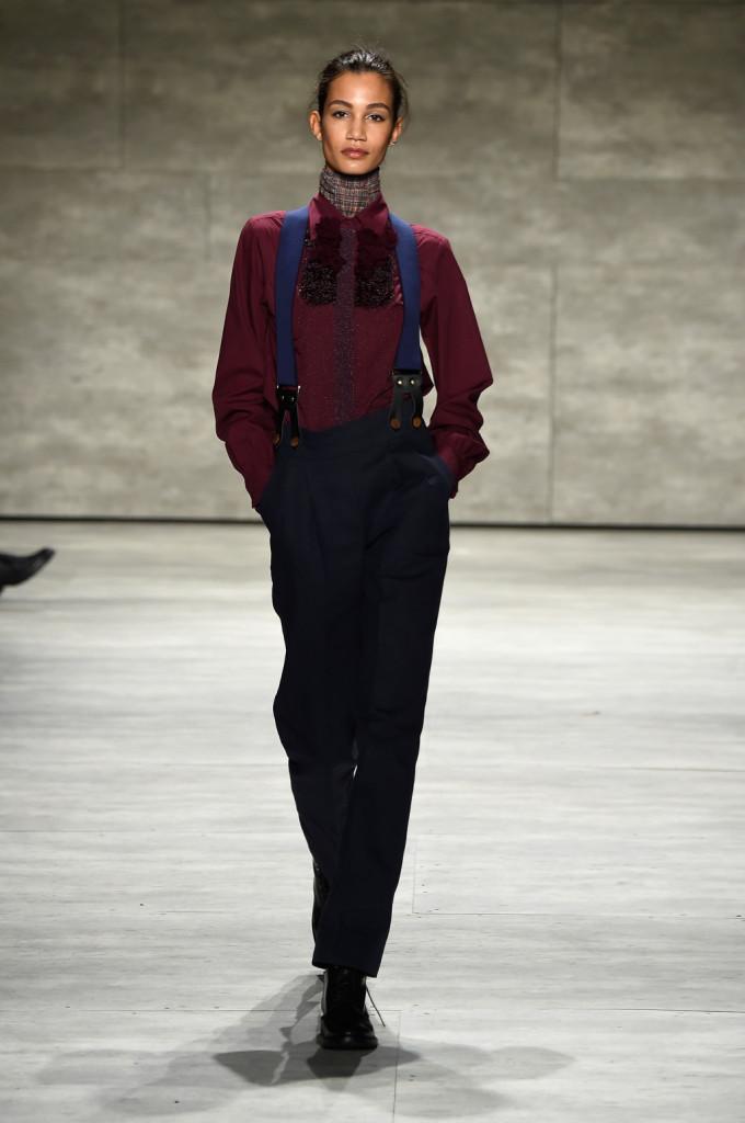 Marsala e ottanio, pantaloni e bretelle per il mannish style di Costello Tagliapietra