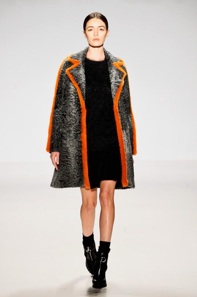 E' profilato in arancio il cappotto Ranfan