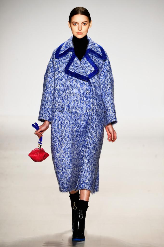 Blu intenso per il cappotto firmato Ranfan