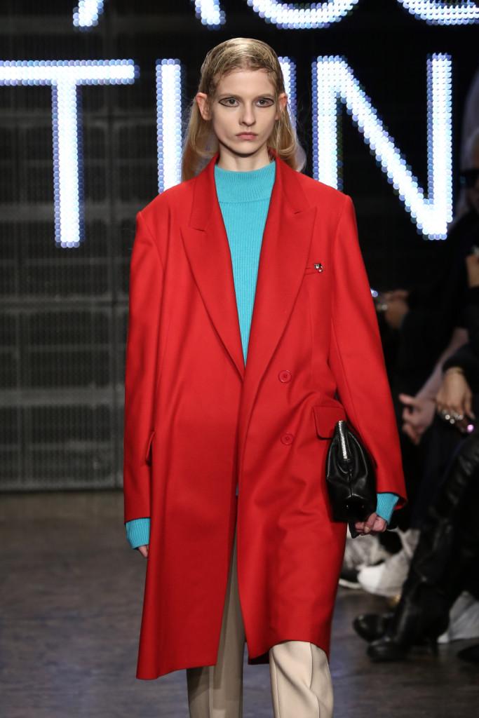 Rosso, per un cappotto che
