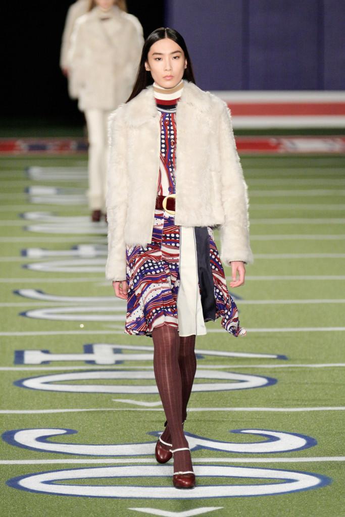 Per chi si sente poco sportiva, c'è l'abitino leggero da portare con il giubbotto in pelliccia