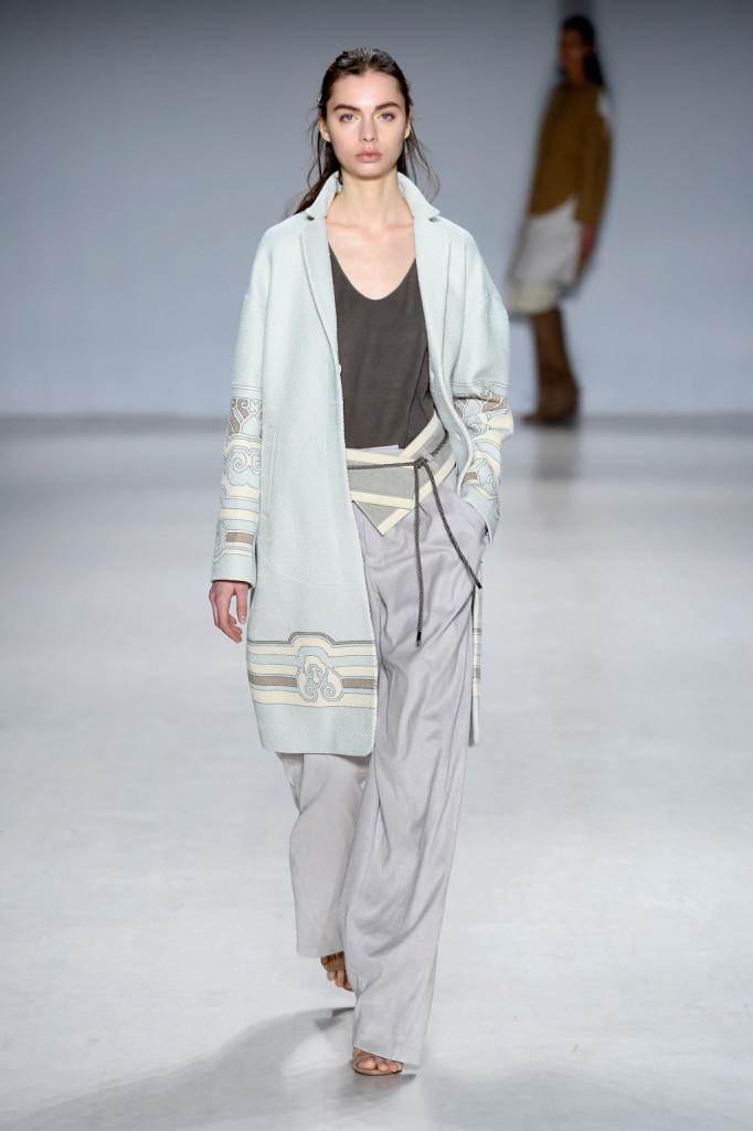 La sperimentazione caratterizza la sfilata del collettivo Tokyo Runway Meets New York - Runway - Mercedes-Benz Fashion Week Fall 2015