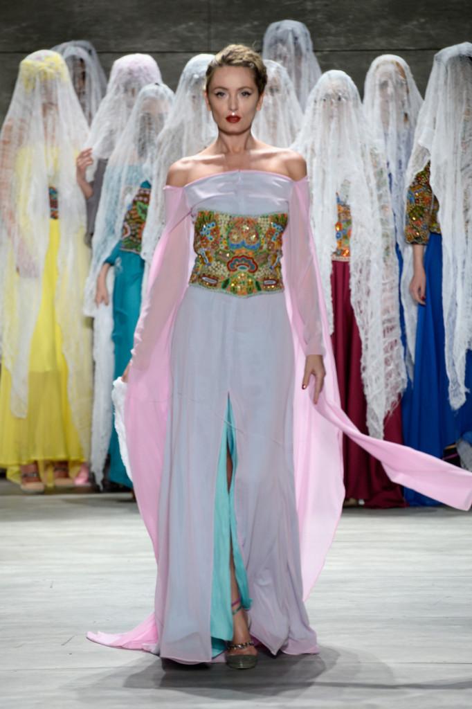 Magica e ricca di storia: la bridal collection dello stilista rumeno Dorin Negrau