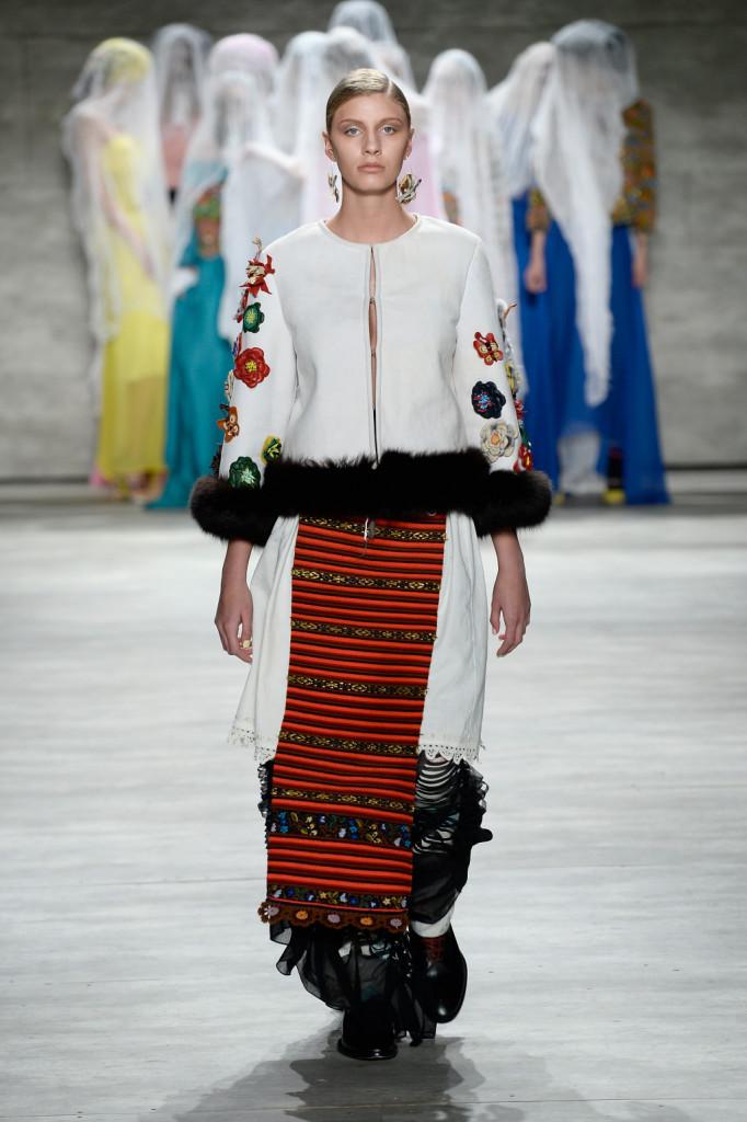 Lo stilista romeno Dorin Negrau omaggia la sua terra attingendo alle tradizioni della Transilvania